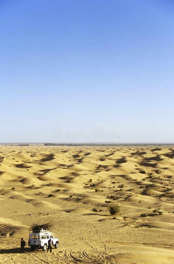 Off-road autowoestijn stock fotografie