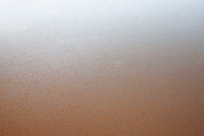 Off-road zilveren lichaam van de bronsauto in modder en stof royalty-vrije stock foto's