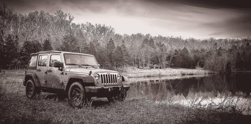 Off-roading en Jeep Unlimited fotos de archivo libres de regalías