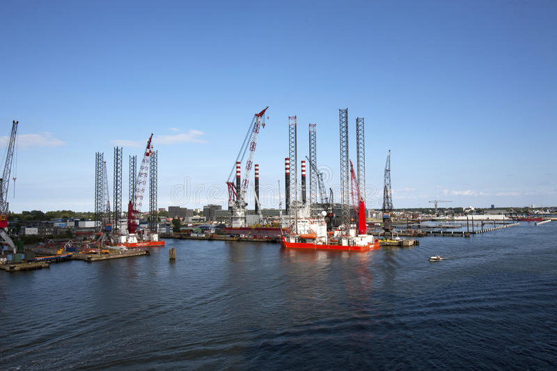 Download Off Shore Oil Platforms editorial image. Image of north - 26381465