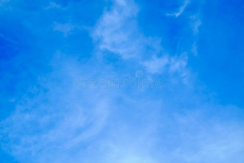 Offenbar blauer Himmel lizenzfreies stockbild