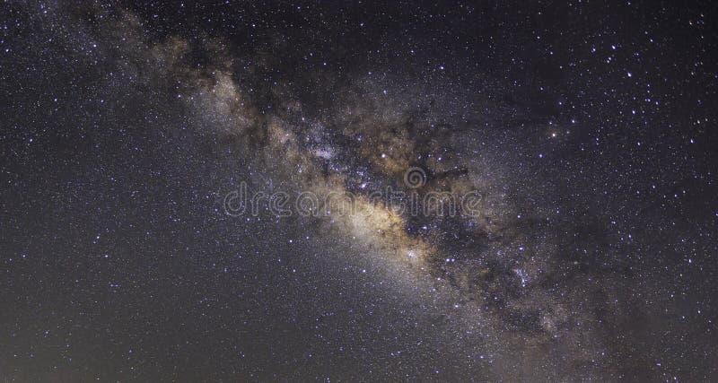 Offenbar Milchstraße auf nächtlichem Himmel mit Million Stern lizenzfreies stockbild