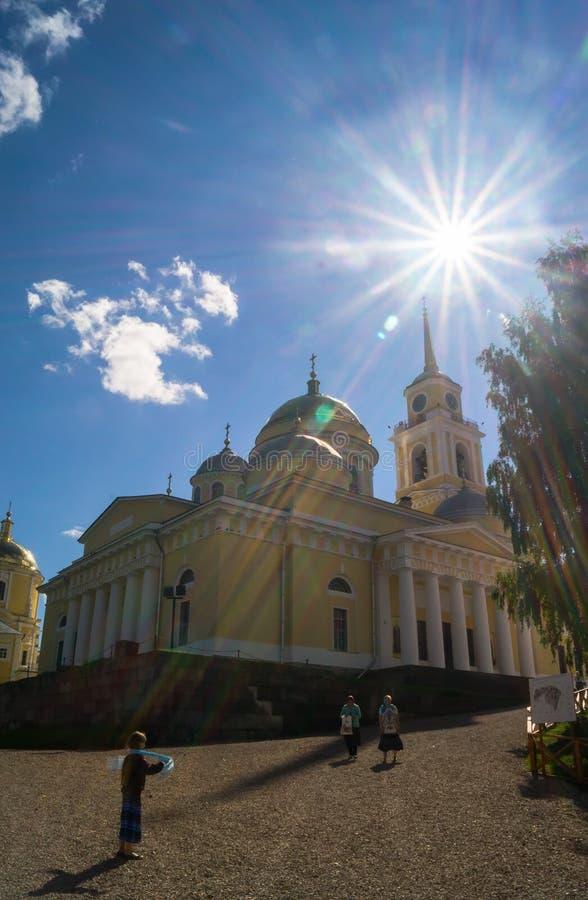 Offenbarungs-Kathedrale in Nilov-Kloster auf dem See Seliger, Tver-Region lizenzfreie stockfotos