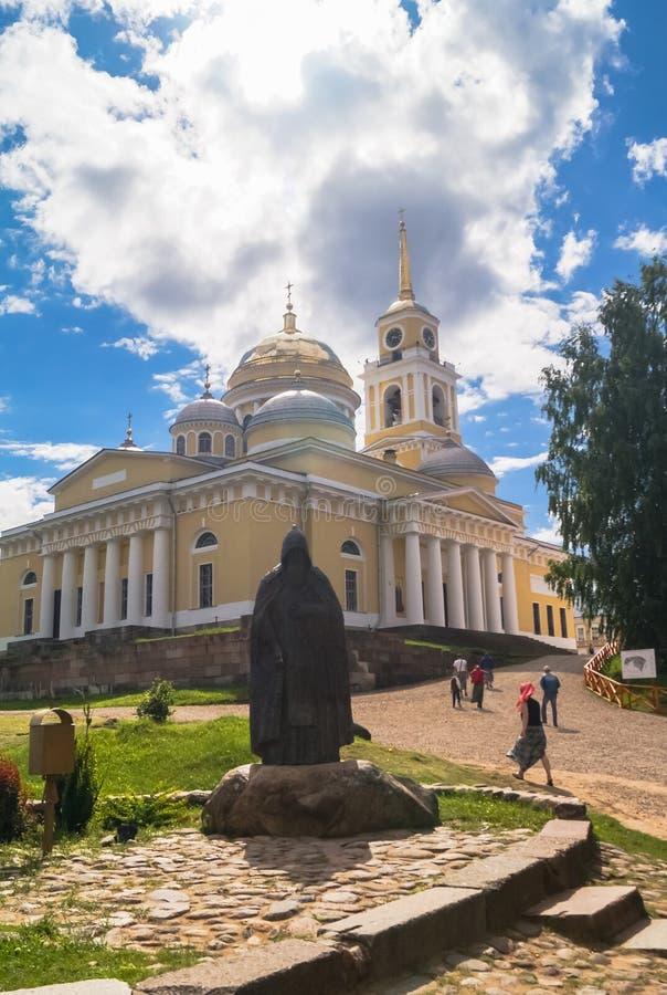 Offenbarungs-Kathedrale in Nilov-Kloster auf dem See Seliger, Tver-Region stockbild