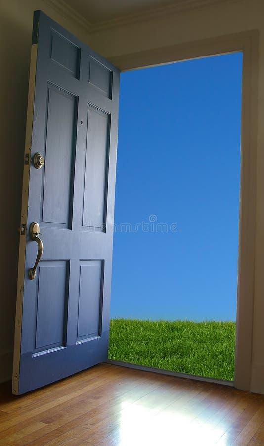 Offene Tür lizenzfreie stockfotografie