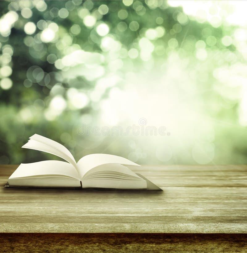 Offenes Buch stockbilder