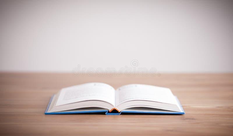 Offenes Buch lizenzfreies stockbild