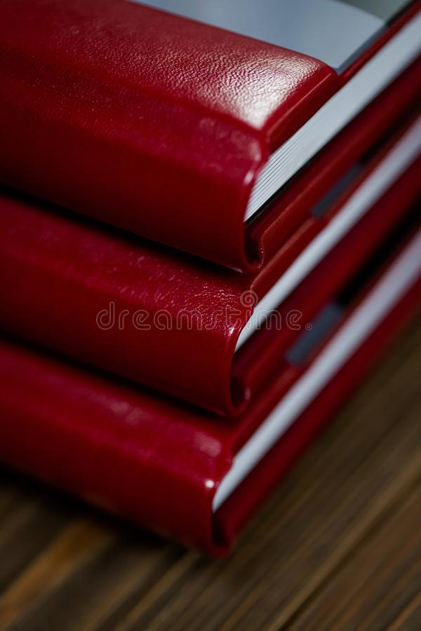 Offenes Buch - Fotoalbumnähe lizenzfreie stockbilder