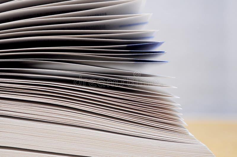Offenes Buch paginiert Detail lizenzfreie stockfotos