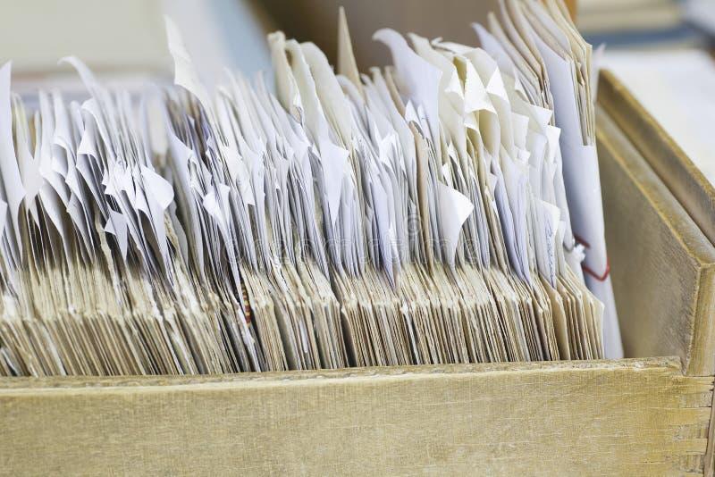 Offenes Fach mit Archivierungs-Aufzeichnungen lizenzfreie stockfotografie