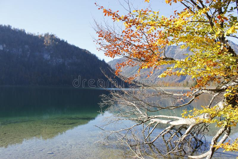 Offensee en Austria en otoño imágenes de archivo libres de regalías