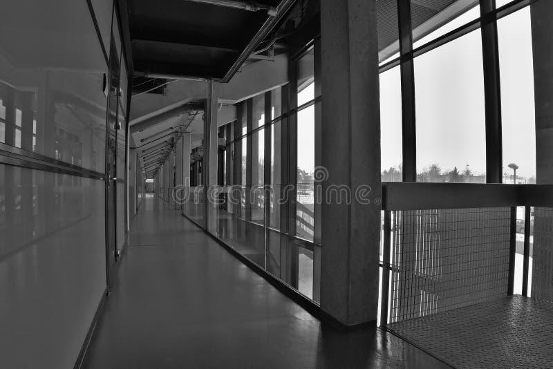 OFFENTLIG ACCES-HÄNDELSE!!! Chomutov Tjeckien - Januari 20, 2017: tom korridor av den nya korridoren som kan användas till mycket royaltyfria foton