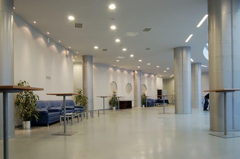 offentlig byggnadskorridor arkivbild