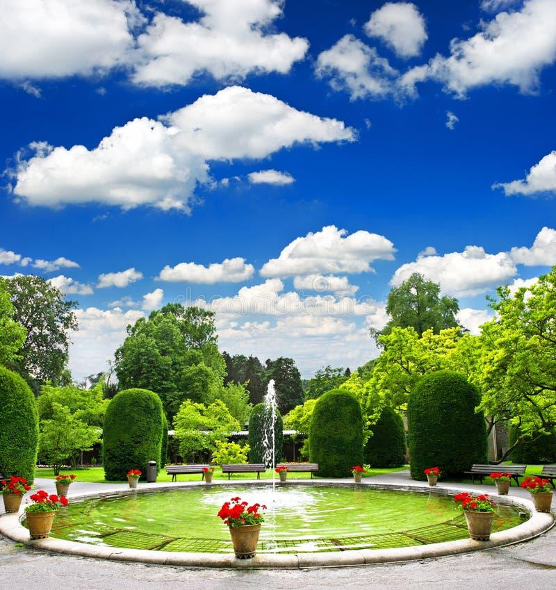 offentlig formell trädgårds- park arkivfoto