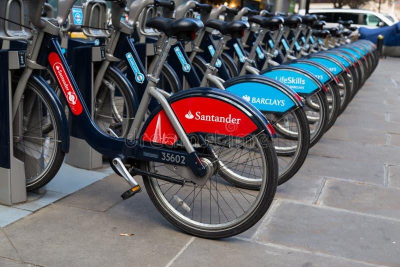 Offentlig hyra cyklar i London arkivfoto