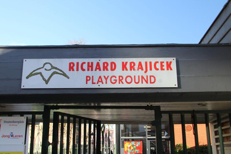Offentlig sport- och rekreationlekplats på Hondiusstraaten i Haag som göras av Richard Krajicek, gamlaWimbledon vinnare i arkivbilder