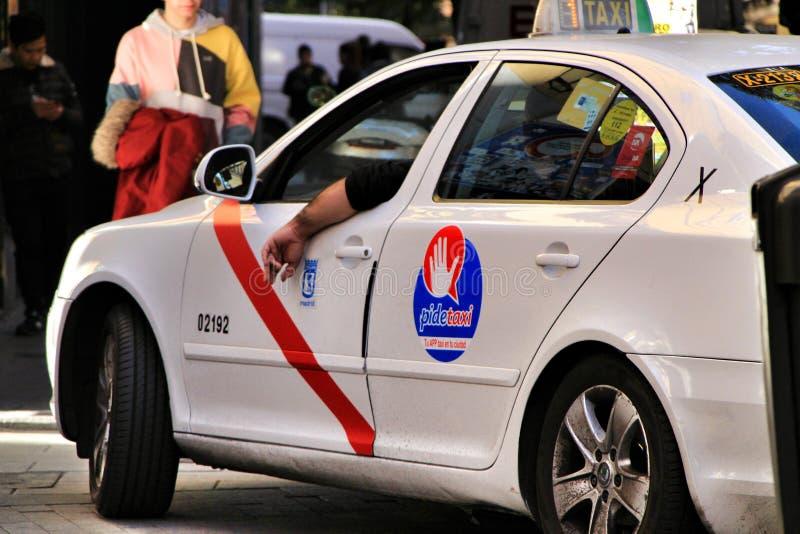 Offentlig taxiservice i Madrid arkivbilder