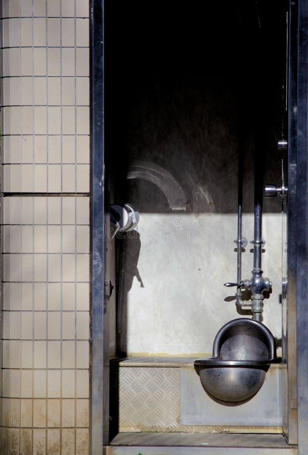 Offentlig toalett runt om Tokyo, Japan Befolkning i Japan är en miljard personer I sommartid som är internationell royaltyfria bilder