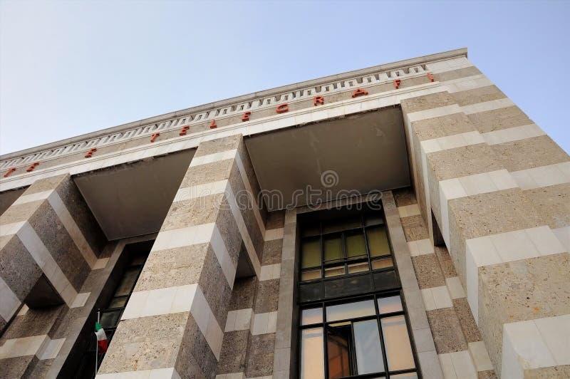 Offentligt kontor av stolpen och telegrafen Brescia Italien Arkitektur av `-30-tal royaltyfri bild
