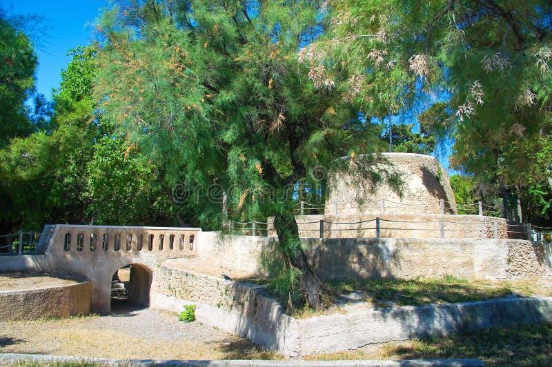 Offentligt parkera av Trani Puglia italy arkivbilder