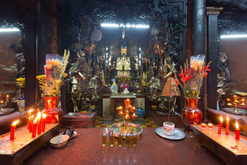 Offer- erbjuda i Jade Pagoda på det mån- nya året, Saigon, Vietnam arkivfoto