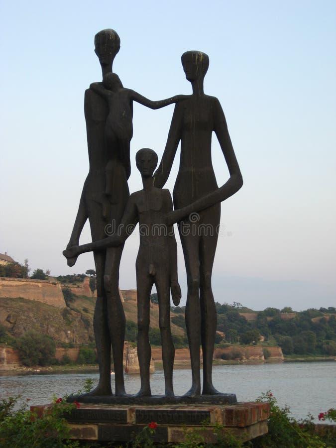 Offer razzian, minnesmärken, monumentet, fascister, Familly, brons Donauen, serbiskt som är hebréisk royaltyfri foto