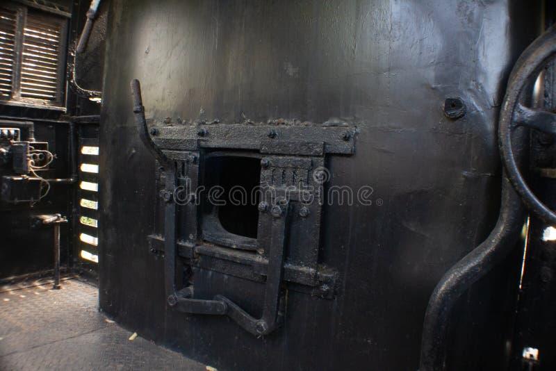 Offerta nera del motore dei treni a vapore del carbone immagine stock libera da diritti