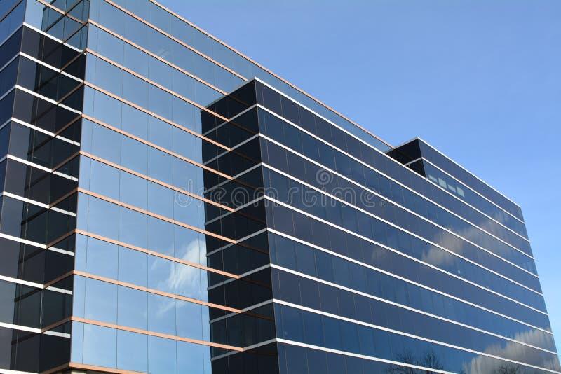 Office Building with cloud reflection in Vancouver, WA immagine stock libera da diritti