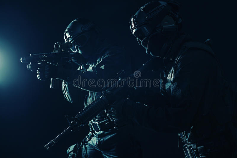 OfficersSWAT полиции ops спецификаций стоковые изображения