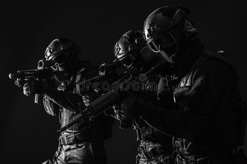 OfficersSWAT da polícia dos ops das especs. fotos de stock