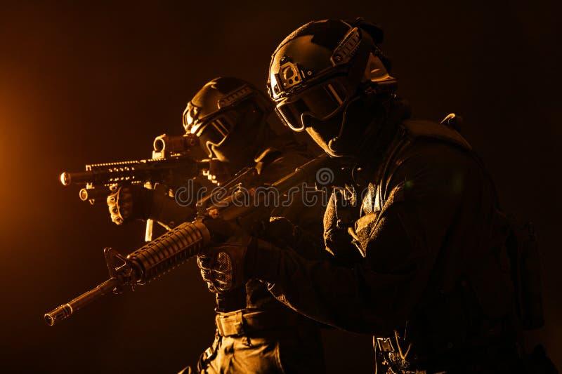 OfficersSWAT de la policía de los ops de espec. imagen de archivo libre de regalías
