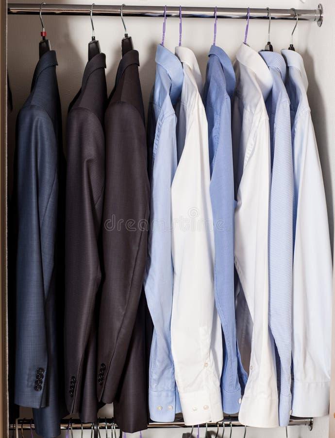 Officiële strikte mannelijke kleren stock foto's