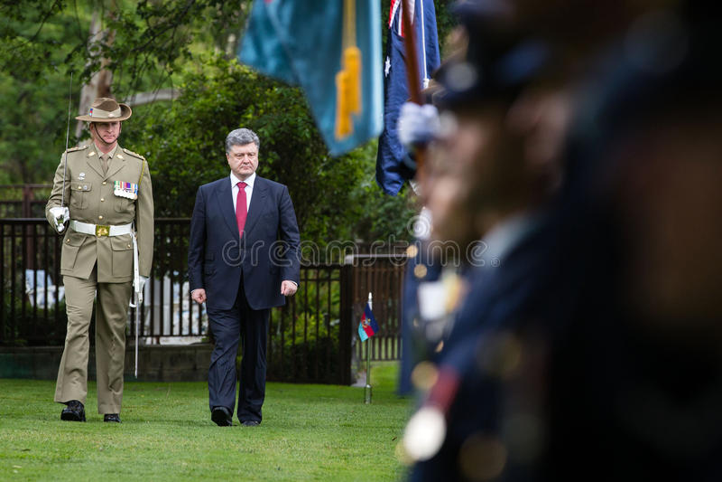 Officiell välkomnande ceremoni av presidenten av Ukraina Poroshenko I arkivbilder