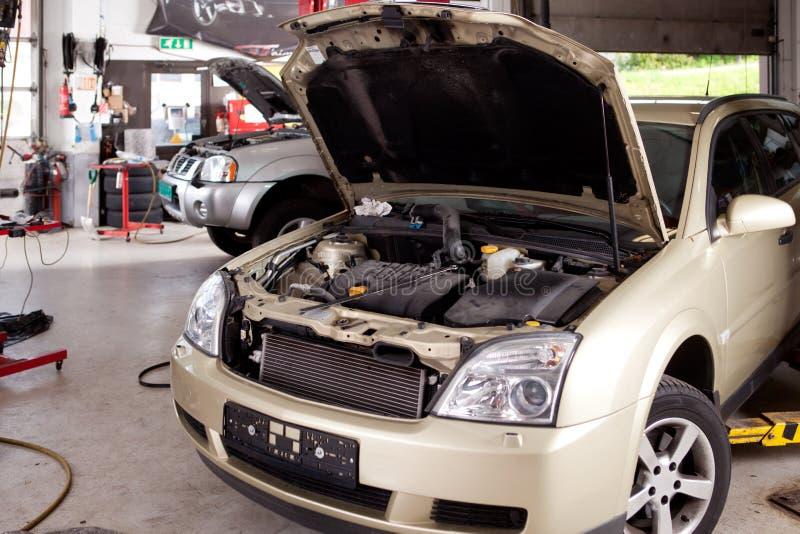 Officina riparazioni dell'automobile fotografia stock libera da diritti