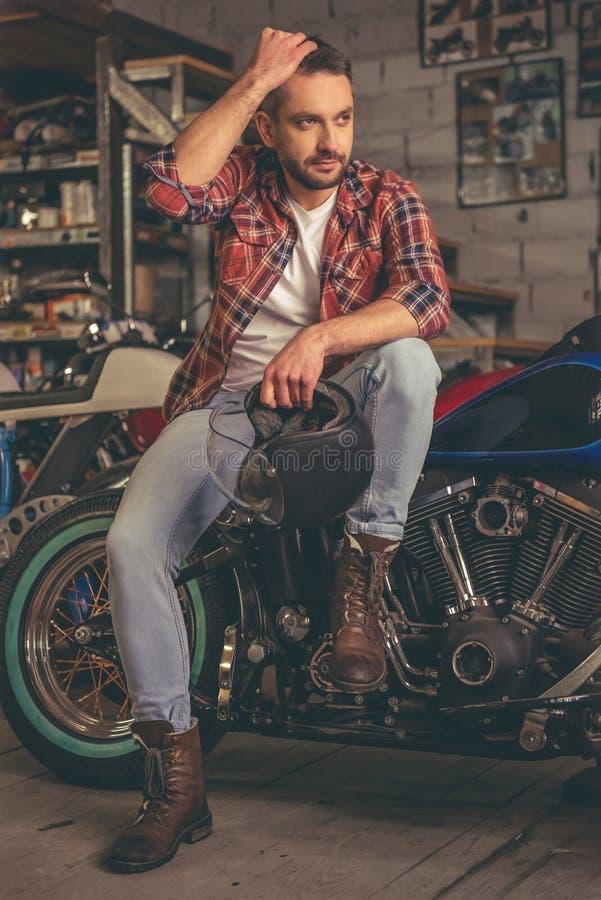 Officina riparazioni della motocicletta fotografie stock libere da diritti