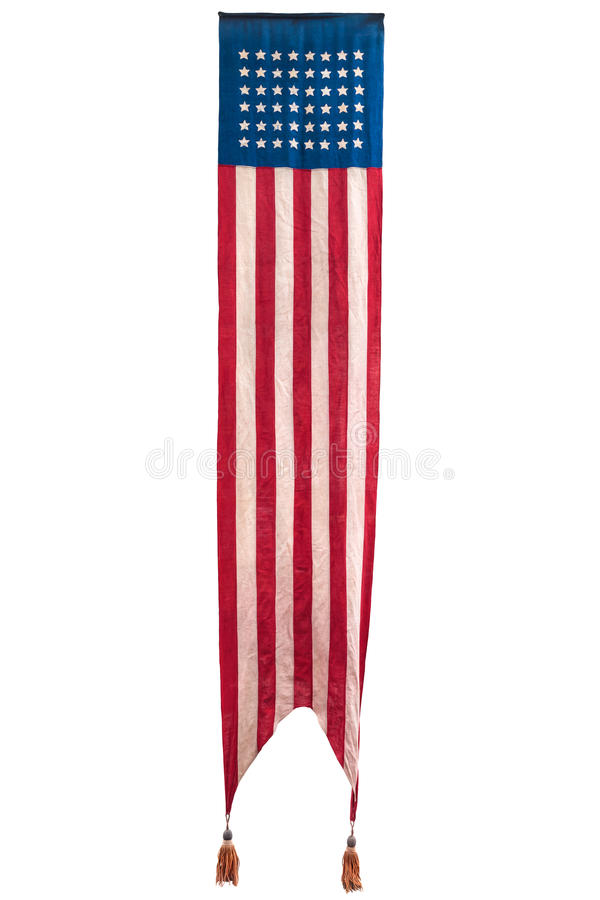Lange Weinlese, welche die amerikanische zeremonielle Flagge lokalisiert auf Weiß hängt lizenzfreie stockbilder