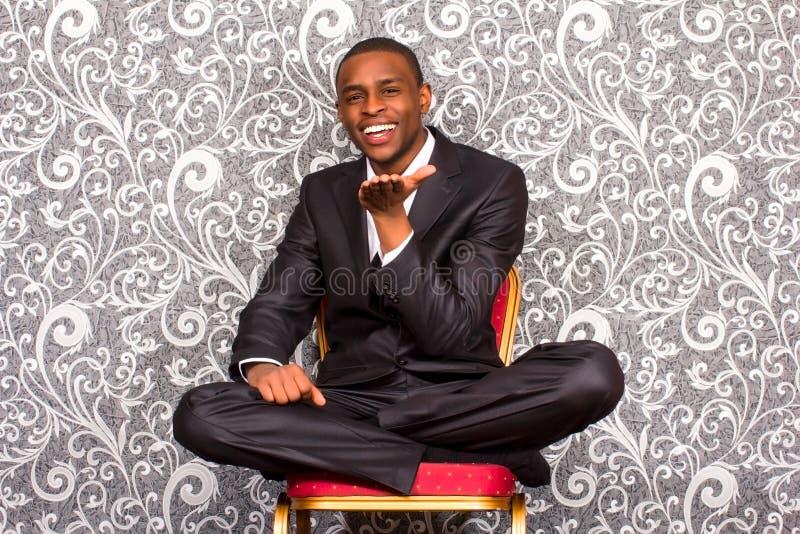 Offizielles Porträt des schwarzen jungen Mannes stockbild
