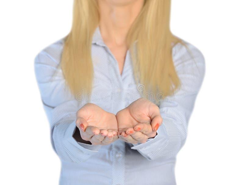 Offre de mains de femme d'affaires quelque chose photos stock