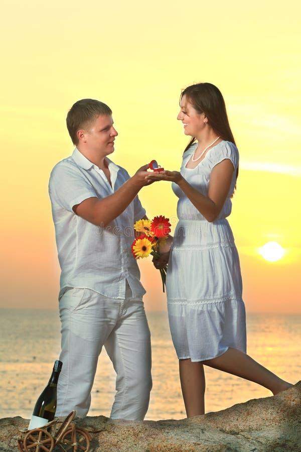 Offre de mariage image stock