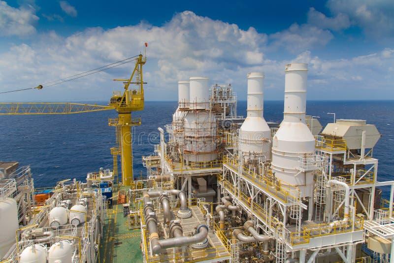 Offshoreöl- und Gasgeschäft im Golf von Thailand, in der Öl- und Gasförderplattform an der Spitze der Plattform lizenzfreie stockfotos