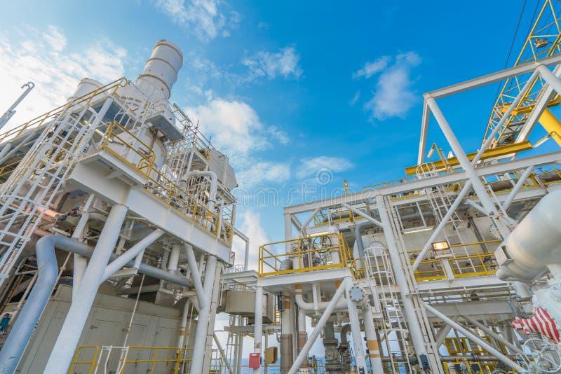 Offshoreöl- und Gasindustrie, Gaskompressionssysteme und Wärmerückgewinnungseinheit des GasturbinenmotorAuspuffstapels lizenzfreie stockbilder