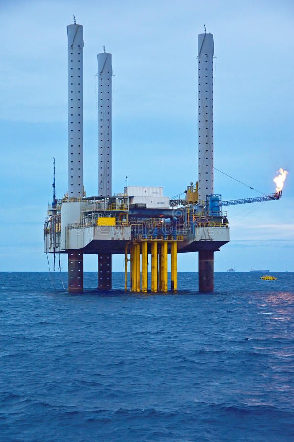 Download The Offshore Oil Rig In Early Morning Stock Image - Image: 33758291