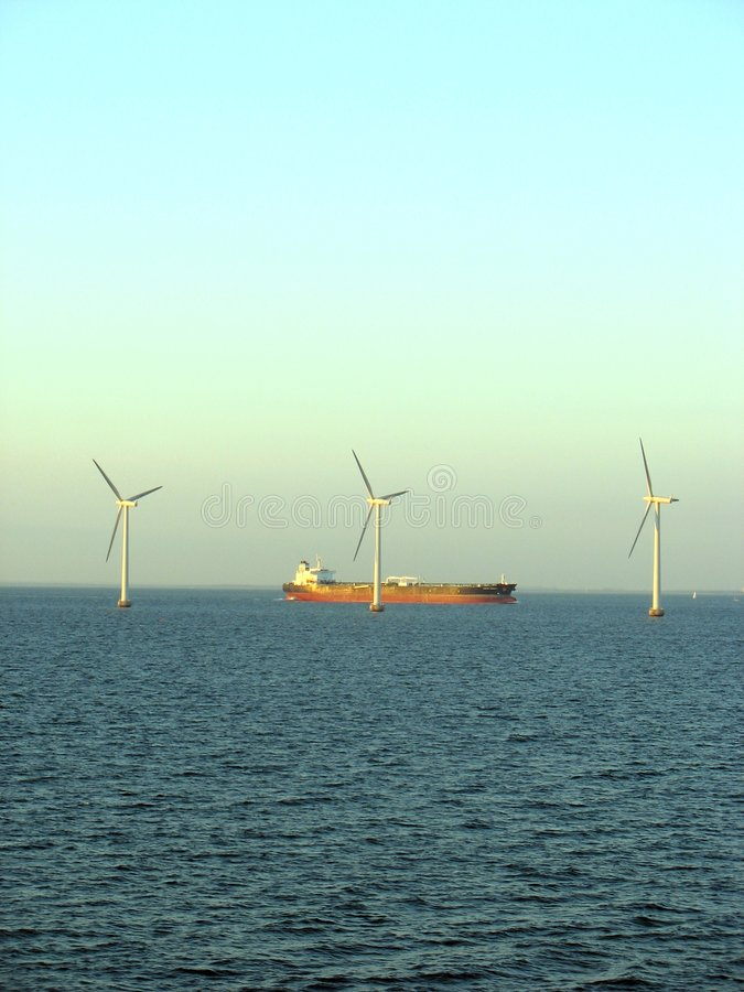 Free Offshore Windfarm 4 Royalty Free Stock Photos - 1106768