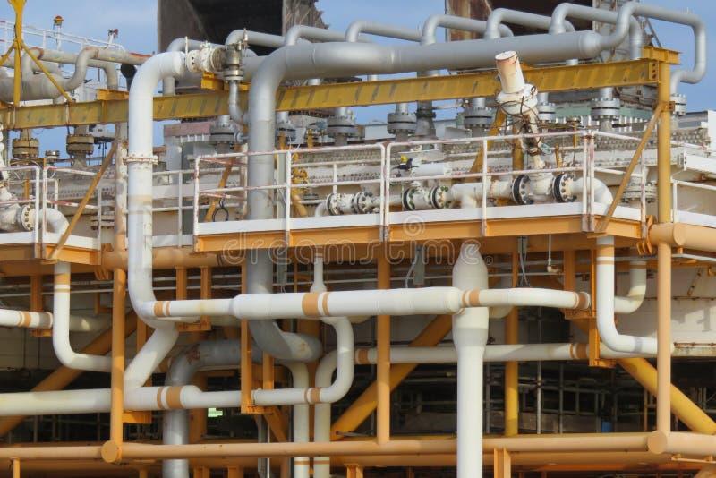 Offshorebauplattform für Produktionsöl und -gas, Öl- und Gasindustrie und harte Arbeit, Förderplattform stockfotos