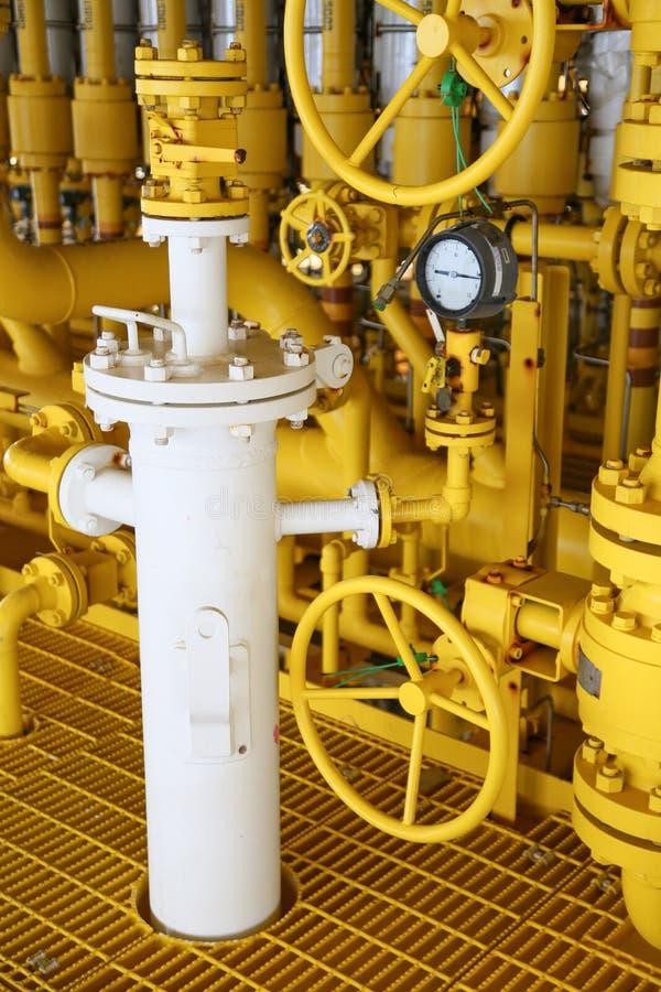 Offshorebauplattform für Produktionsöl und -gas, Öl- und Gasindustrie und harte Arbeit, Förderplattform und Operation lizenzfreies stockbild