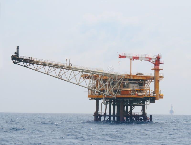 Offshorebauplattform f?r Produktions?l und -gas, F?rderplattform und ?l und Anlagenindustrie lizenzfreie stockbilder