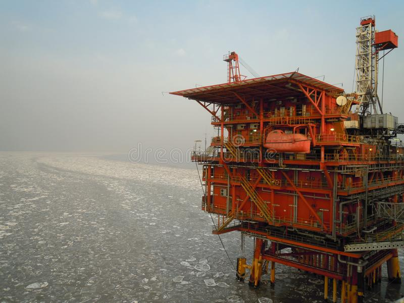 Offshoreförderplattformen in Bohai-Golf lizenzfreies stockfoto