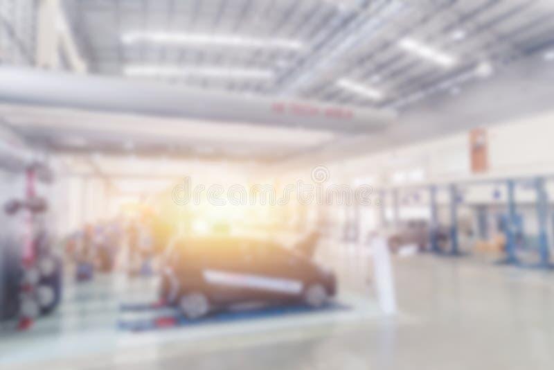 Offuschi l'officina riparazioni dell'automobile di servizio dell'automobile del veicolo del garage fotografia stock libera da diritti