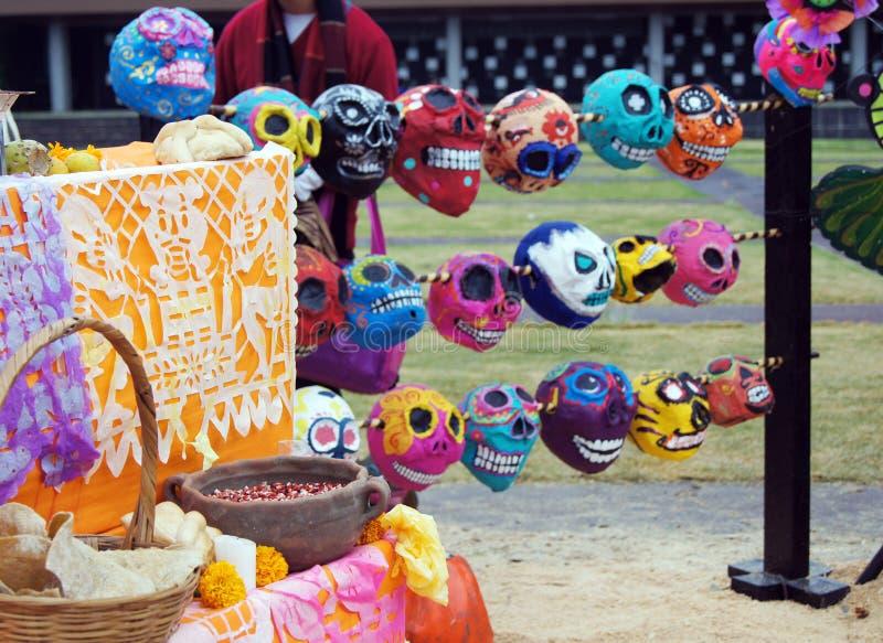 Ofiary, czaszki, rzemiosła odnosić sie dzień nieboszczyk w Meksyk Lajkonik pełno który robi my pamiętać kolory i tradycje obrazy royalty free