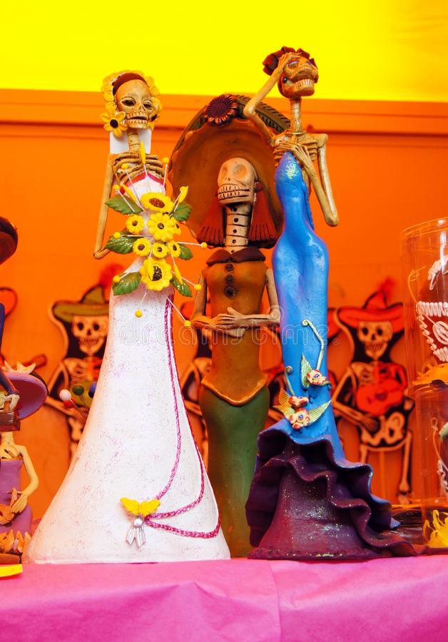 Ofiary, czaszki, rzemiosła odnosić sie dzień nieboszczyk w Meksyk Lajkonik pełno który robi my pamiętać kolory i tradycje zdjęcia stock
